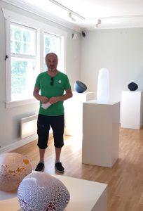 Jon Jutrem - på Kari Mostads glassutstilling ved Nøstetangen i 2018